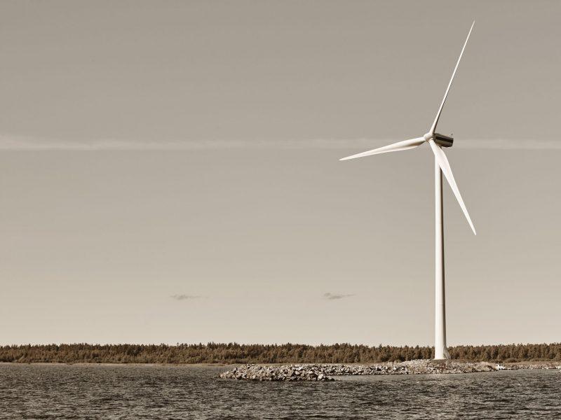 wind-turbine-in-the-baltic-sea-renewable-green-ene-83NFWP4